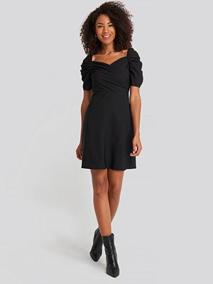 Trendyol Sleeves Flywheel Mini Dress svart