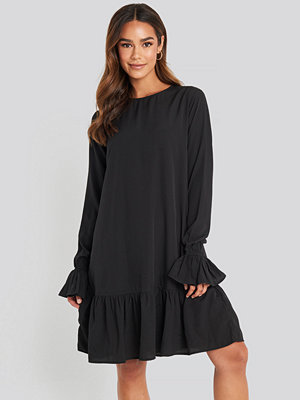 NA-KD Boho Round Neck Flounce Mini Dress svart