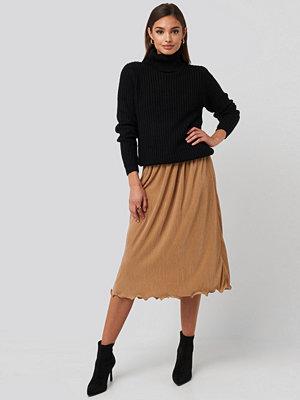 NA-KD Trend Pleated Detailed Hem Skirt beige