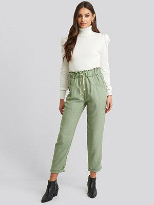 Trendyol omönstrade byxor Binding Detailed Pants grön