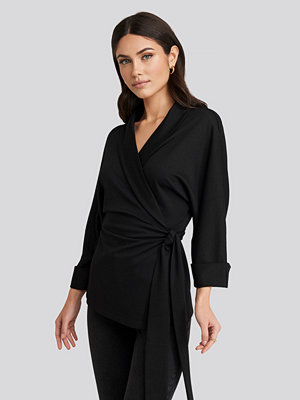 NA-KD Trend Belted Wrap Lounge Jacket svart