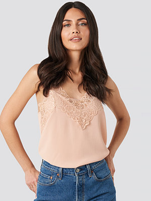 NA-KD Party Wide Lace Strap Singlet rosa