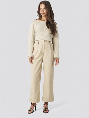 Tina Maria x NA-KD omönstrade byxor Straight Cargo Pants beige