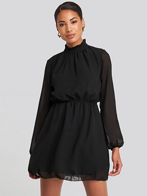 Trendyol Collar Detailed Dress svart