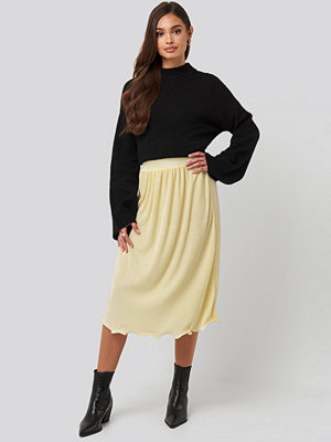 NA-KD Trend Pleated Detailed Hem Skirt gul
