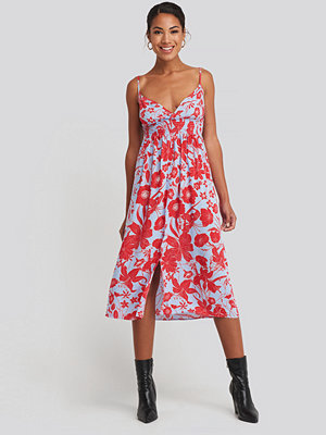 Trendyol Waist Gipeli Flower Patterned Midi Dress röd blå multicolor