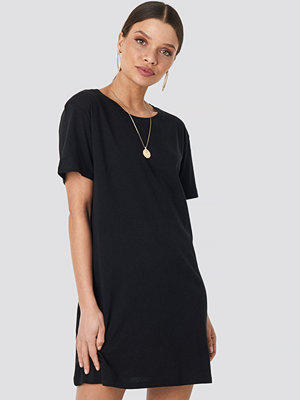 NA-KD Basic T-Shirtklänning svart
