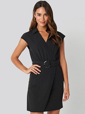 NA-KD Belted Mini Dress svart