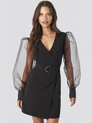 Tina Maria x NA-KD Organza Sleeve Mini Dress svart