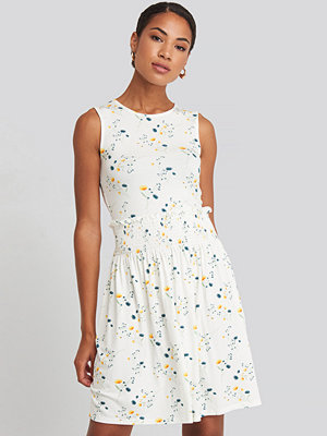 NA-KD Sleeveless Floral Print Skater Dress vit