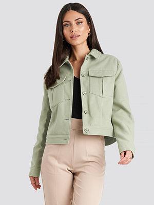 NA-KD Classic Big Pocket Short Jacket grön