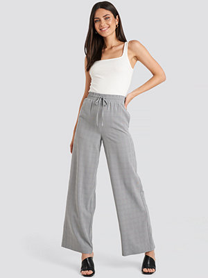 NA-KD Classic byxor Plaid Relaxed Suit Pants grå