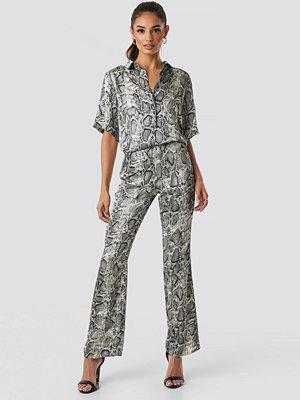 Rut & Circle grå mönstrade byxor Lea Snake Pant grå