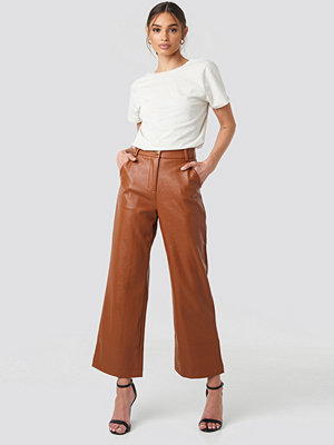 NA-KD Trend bruna byxor Wide Leg PU Pants brun