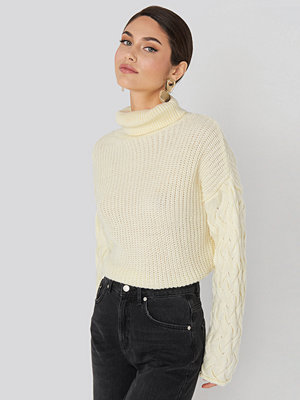 NA-KD Trend Cable Sleeve High Neck Sweater vit