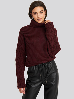 NA-KD Trend Cable Sleeve High Neck Sweater röd