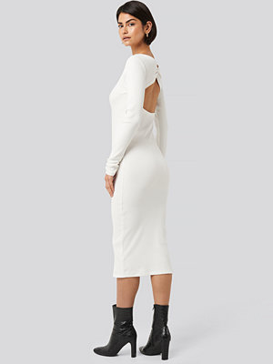 NA-KD Classic Ribbed Wrapped Back Dress vit