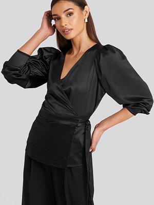 NA-KD Party Puff Sleeve Wrap Blouse svart