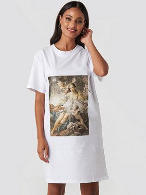 NA-KD Trend Expectation T-shirt Dress vit