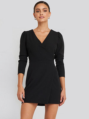 NA-KD Puff Sleeve Wrap Mini Dress svart