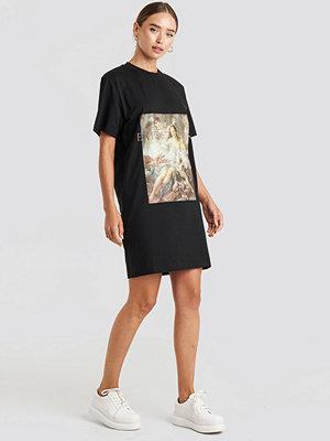 NA-KD Trend Expectation T-shirt Dress svart