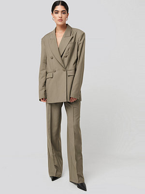 NA-KD Classic omönstrade byxor Creased Wide Leg Suit Pants beige