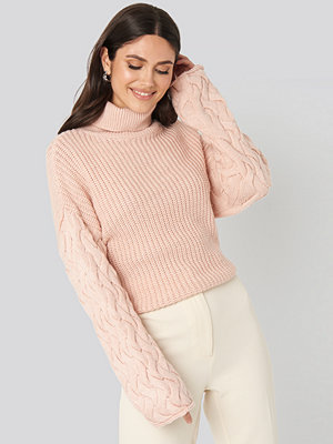 NA-KD Trend Cable Sleeve High Neck Sweater rosa