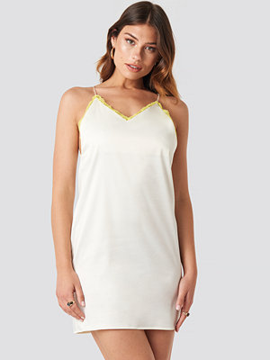 NA-KD Trend Contrast Lace Satin Mini Dress vit