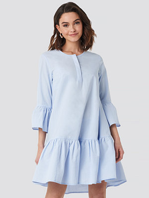 NA-KD Trumpet Sleeve Mini Dress blå