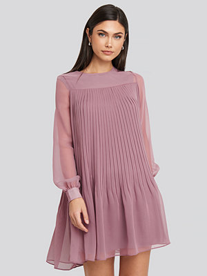 Trendyol Short Pleated Dress lila