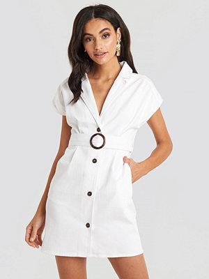 NA-KD Belted Lapel Denim Dress vit