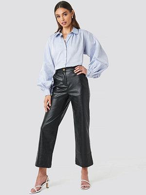 NA-KD Trend byxor Wide Leg PU Pants svart