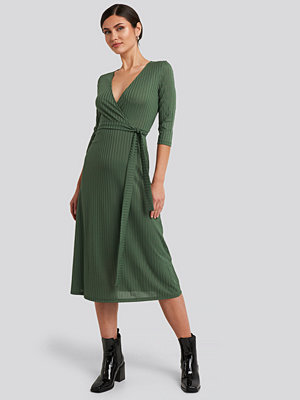 Trendyol Overlap Detailed Midi Dress grön