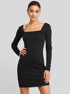NA-KD Party Bodycon Square Neck Dress svart