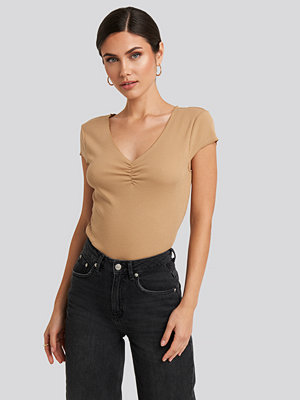 NA-KD Lettuce Hem Ribbed T-shirt beige