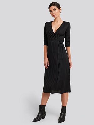 Trendyol Overlap Detailed Midi Dress svart