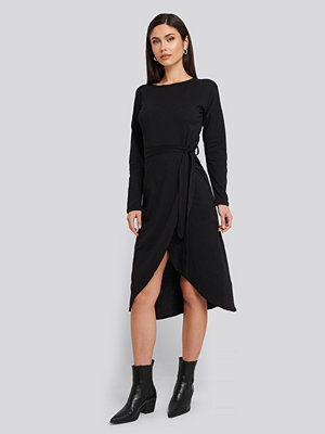 Trendyol Waist Binding Detailed Midi Dress svart