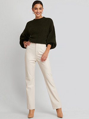 NA-KD byxor Straight Leg Faux Leather Pants vit beige