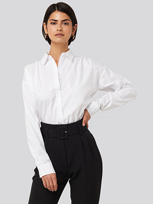 NA-KD Classic Gathered Shoulder Shirt vit