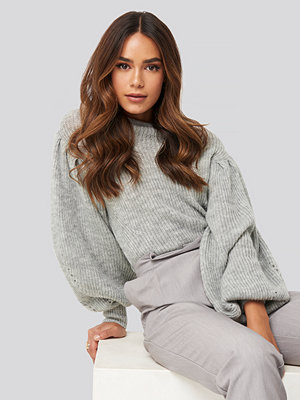 NA-KD Trend Ribbed High Neck Ballon Sleeve Knitted Sweater grå