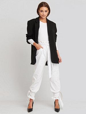 NA-KD Tie Hem Paperbag Waist Jeans vit