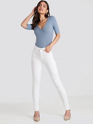 NA-KD Skinny High Waist Raw Hem Jeans Tall vit