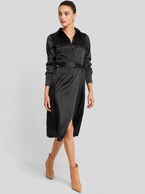 NA-KD Trend Belted Wrap Midi Dress svart