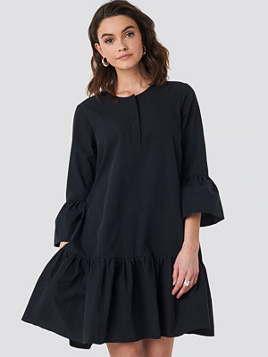 NA-KD Trumpet Sleeve Mini Dress svart