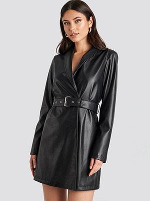 Nicole Mazzocato x NA-KD Pu Blazer Dress svart