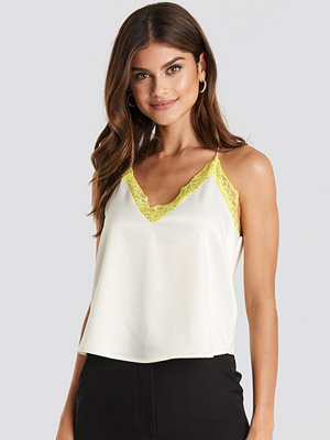 NA-KD Trend Contrast Lace Satin Cami Top vit