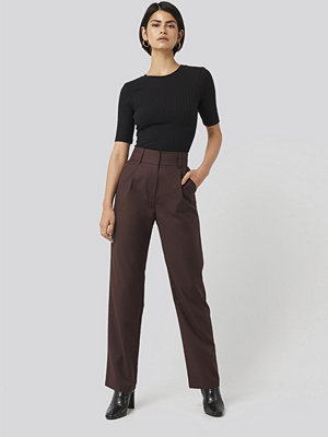 NA-KD Classic byxor Loose Fit Suit Trousers röd