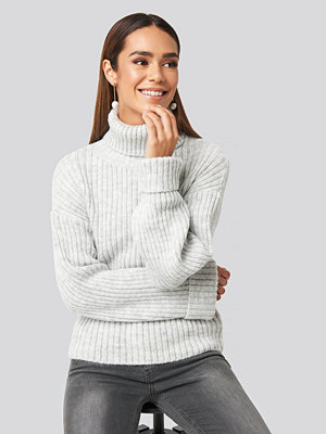 NA-KD Ribbed Knitted Turtleneck Sweater grå