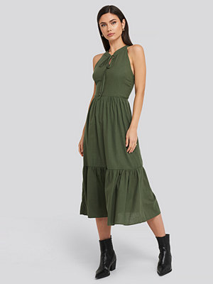 Trendyol Halter Neck Midi Dress grön