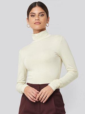 NA-KD Basic Viscose Long Sleeve Polo Top beige